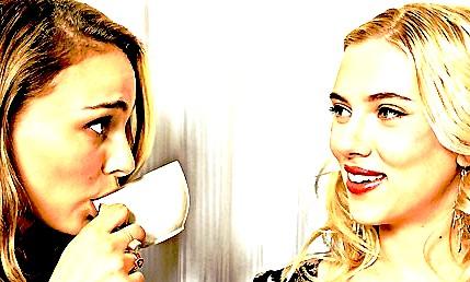 Natalie Portman & Scarlett Johansson Natalie-scarlettsign-2b51d4